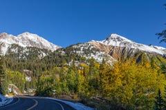 在秋天的山高速公路 库存图片