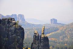 在秋天的岩石风景 库存图片