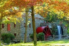 在秋天的段磨房 免版税库存图片
