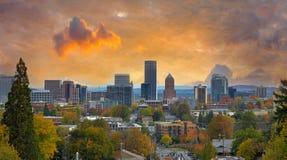 在秋天的波特兰都市风景 免版税库存图片