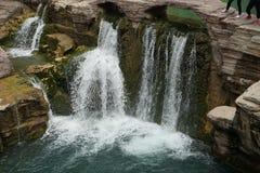 在秋天的瀑布 库存图片
