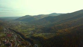 在秋天的绿色山 影视素材