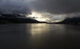 在秋天的阿拉斯加的日落 库存照片