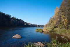 在秋天的Neman河岸 库存图片