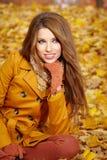在秋天颜色的妇女纵向 库存图片