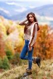 在秋天颜色的深色的妇女纵向 库存照片