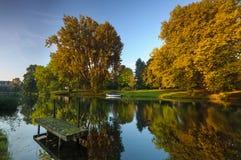 在秋天颜色的运河 库存照片