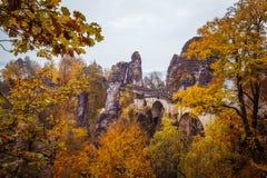 在秋天风景的Bastei桥梁 免版税库存图片