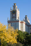 在秋天(秋天)季节的莫斯科国立大学 免版税库存图片