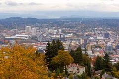 在秋季期间的NW和NE波特兰都市风景 免版税图库摄影