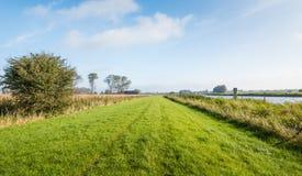 在秋季的农村风景 免版税库存图片