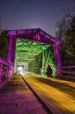 在秋季的老被遮盖的桥 免版税图库摄影