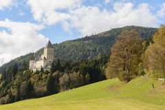在秋季风景的城堡Moosham 库存照片