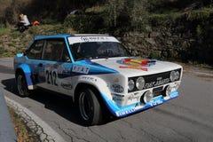 在种族期间的菲亚特131 Abarth历史的赛车 免版税库存照片