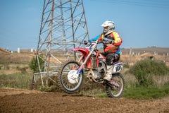 在种族的摩托车越野赛车手 图库摄影