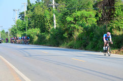 在种族的泰国人骑自行车的自行车在Khao亚伊 库存图片
