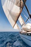 在种族的航行游艇 免版税库存图片