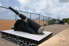 在科伦坡斯里兰卡港的大炮  库存图片