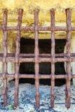 在科孚岛堡垒的古色古香的铁监狱酒吧 免版税库存图片