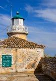 在科孚岛希腊海岛上的灯塔  免版税库存图片
