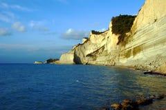在科孚岛海岛的峭壁  免版税库存照片