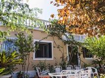 在科孚岛镇边缘的别墅在科孚岛希腊海岛上的  库存照片
