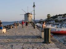 在科孚海湾的渔船在科孚岛希腊海岛上的  免版税库存图片