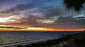 在科尔特斯海的剧烈的日落  免版税库存照片