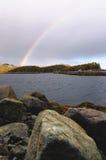 在科拉半岛的小山的彩虹 免版税库存图片
