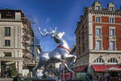 在科文特花园的圣诞节装饰在伦敦 库存图片