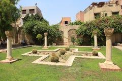 在科普特人的公墓的一张花床在老开罗 免版税库存照片