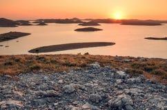 在科纳提群岛国家公园的看法在日落期间的克罗地亚 免版税库存照片