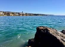 在科罗娜del Mar小海湾的海景 免版税库存照片