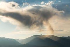 在科罗拉多山的异常的云彩  免版税库存图片