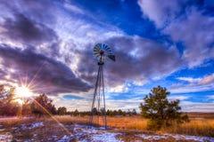 在科罗拉多平原的风车 图库摄影