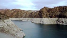 在科罗拉多河的美妙的看法从胡佛水坝 影视素材
