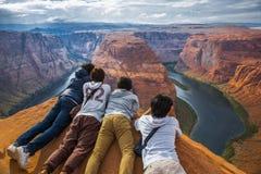 在科罗拉多河的马掌峡谷在美国 库存图片