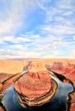 在科罗拉多河的马掌弯日出的,犹他 免版税图库摄影
