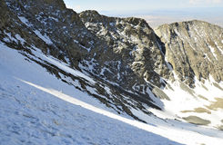 在科罗拉多14er的积雪的高山风景一点熊峰顶 免版税库存图片