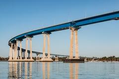 在科罗纳多桥梁的早晨光 库存照片