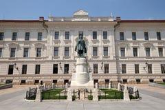 在科苏特广场的市政大厦在佩奇匈牙利 库存照片