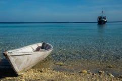 在科莫多国家公园的小船 免版税库存照片