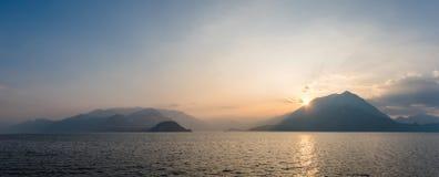 在科莫湖的日落 免版税库存照片