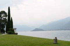 在科莫湖,贝拉焦,意大利的湖边 库存图片