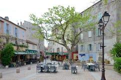 在科西嘉岛镇圣徒Florent的舒适正方形 库存照片