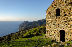 在科西嘉岛风景(法国)的废墟 免版税库存照片