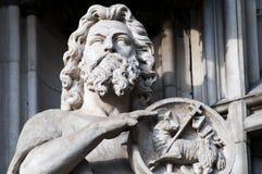 在科隆大教堂的西方入口的传道者雕象 库存照片