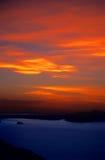 在秘鲁日落titicaca的火热的湖 免版税库存照片