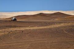 在秘鲁沙漠的石路 库存图片