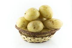 在秸杆盘的土豆 免版税图库摄影